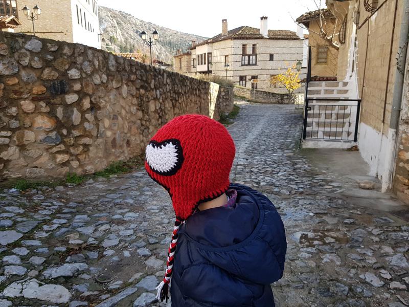 """Χειροποίητο πλεκτό σκουφάκι για αγόρια """"Spiderman II"""""""
